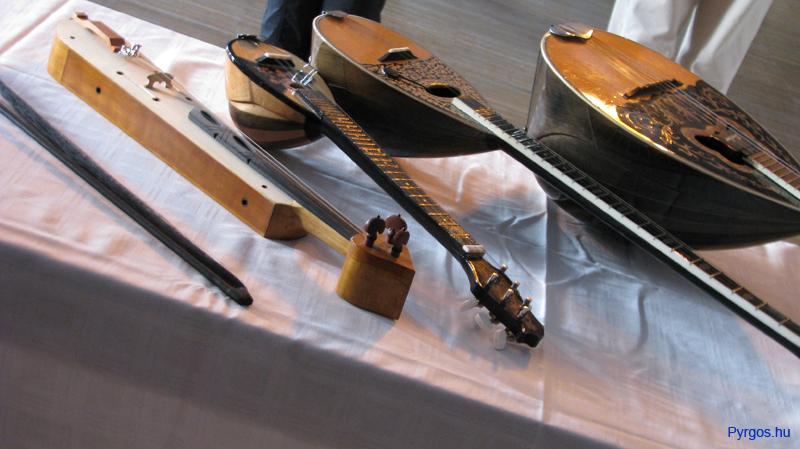 Görög hangszerek bemutatása. Görög zene-tánc a Pyrgos-szal.